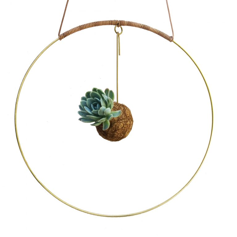 Planteplanet i brass circle hanging interior handmade design